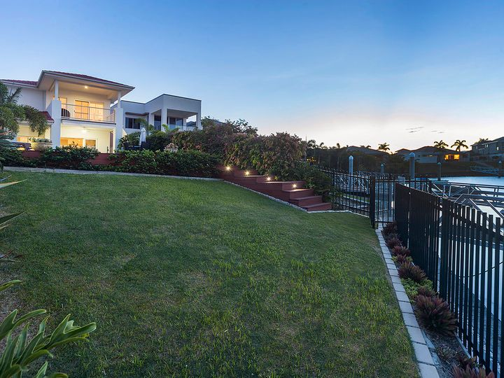 2236 Glengallon Way, Hope Island, QLD