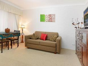NEAT AND TIDY UNIT - CITY VIEWS - Mount Gravatt