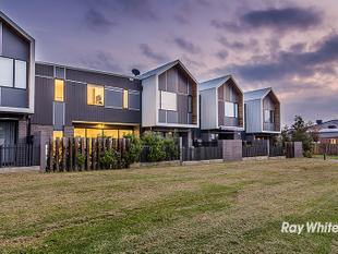 A TOUCH OF CLASS! - Cranbourne West