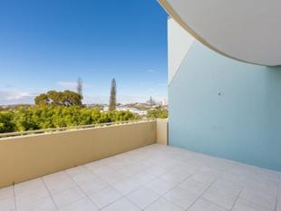 UNBEATABLE VIEWS WITH SPACIOUS ENTERTAINING TERRACE! - Albion
