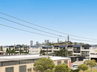 City Views!! Owner's Circumstances Have Changed :: Must Be Sold - Bulimba