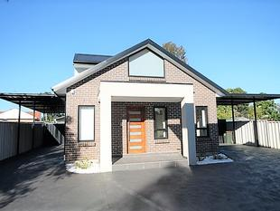 BRAND NEW FREE STANDING TOWNHOUSE - Lurnea