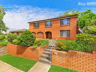 LARGE FAMILY HOME - Westmead