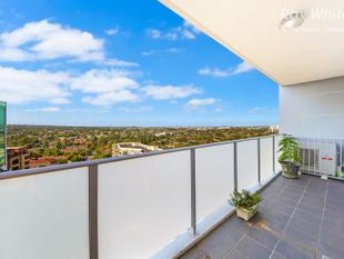 PANORAMIC VIEWS FROM TWO BALCONIES IN CBD APARTMENT - Parramatta
