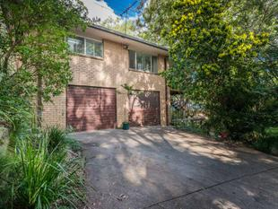 FAMILY HOME WITH POTENTIAL GALORE - 2 LOTS ON 810SQM - Mount Gravatt