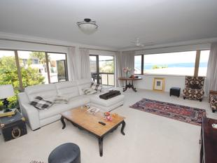 Lovely 4 Bedroom Townhouse with Seaview - Castor Bay
