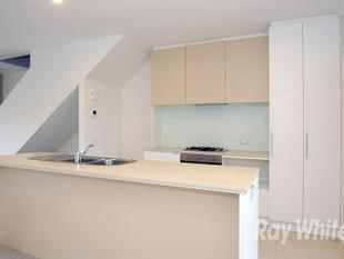 LOW MAINTENANCE LIVING IN THE WAVERLEY PARK ESTATE! - Mulgrave