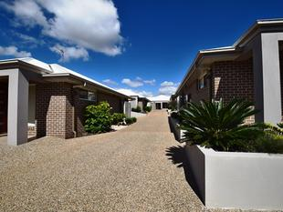 STYLISH AND MODERN - OFFERING PRIVACY AND CONVENIENCE - A MUST TO INSPECT! - Centenary Heights
