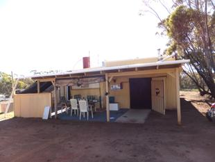 Great Buying - Block with the Lot - Ravensthorpe