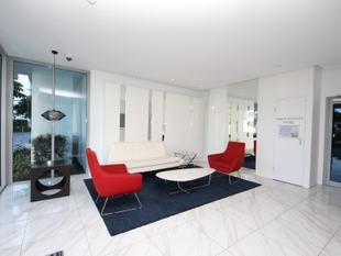 PRICE REDUCED, OWNER OCCUPIER OR INVESTOR,  LUXURY TOP FLOOR NORTH FACING APARTMENT - Biggera Waters