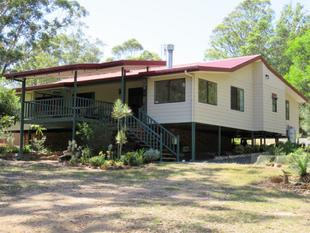 Lifestyle living on approx 115 acres (46.52 ha) - 5 mins from Crows Nest - Crows Nest