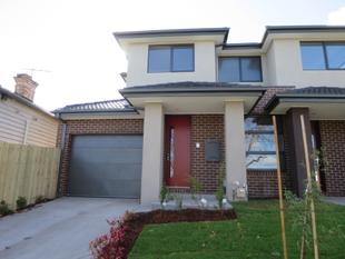 BRAND NEW TOWN RESIDENCE WITH OWN DRIVEWAY - Oakleigh