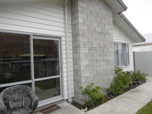 Modern 2 Bedroom Townhouse - Christchurch City