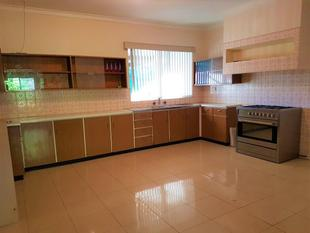 WOW LOOK AT THIS KITCHEN - Dianella