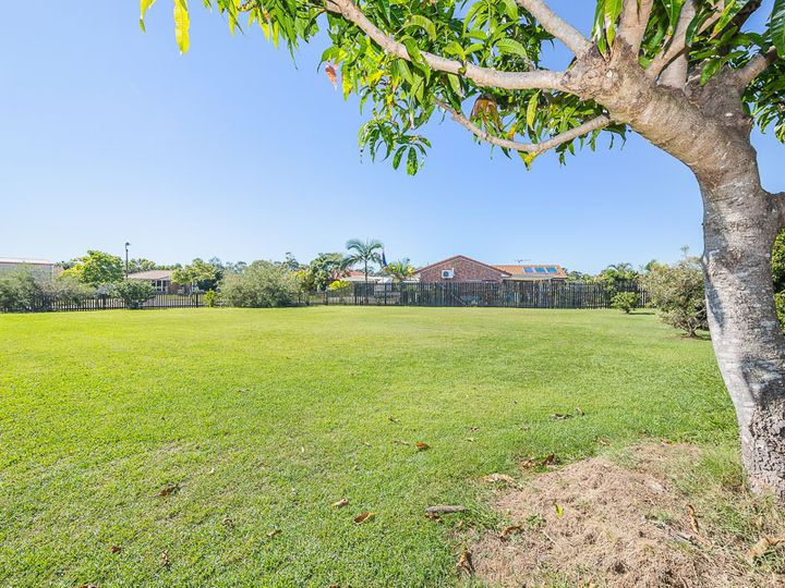 13 Queenscliff  Court, Sandstone Point, QLD