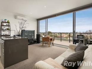 IMPRESSIVE APARTMENT WITH LARGE BALCONY! - Brunswick East