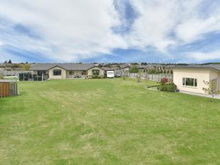 Extended families delight  2 properties! - Rolleston