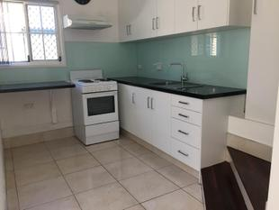 CLEAN 1 BEDROOM COSY COTTAGE - SUNNYBANK TRAIN STATION AT YOUR DOORSTEP - Sunnybank