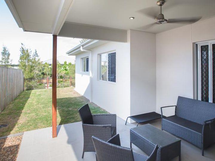 12 Halyard Crescent, Hope Island, QLD