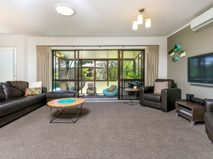 25b Booralee Avenue, Botany Downs, Manukau City