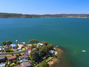 Prime Absolute Waterfront Location. - Point Clare