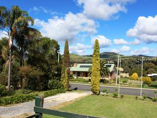 RENOVATED HOME WITH FANTASTIC VIEWS - Killarney