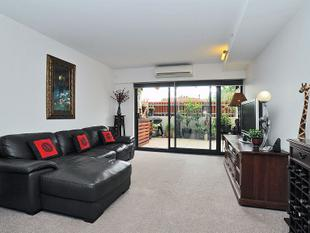 GROUND FLOOR APARTMENT WITH LARGE PRIVATE TERACE - Mitcham