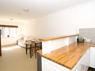 Sunny One Bedroom Apartment With Parking - Potts Point