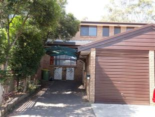 THREE BEDROOM TOWN HOUSE WITH SWIMMING POOL IN COMPLEX - Wetherill Park