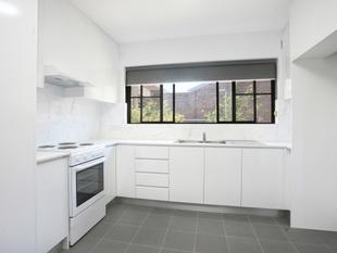 FRESHLY RENOVATED TWO BEDROOM UNIT !!! - Mortdale