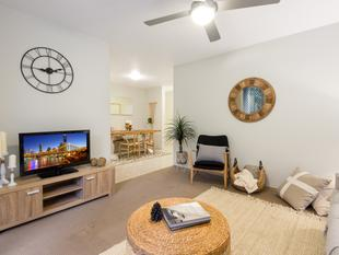 Size is the Prize - This Rare 80 sqm One Bed Apartment Could Be Yours! - Kangaroo Point