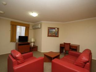 Fully Furnished - Quality, Space & Airconditioned. - Springwood