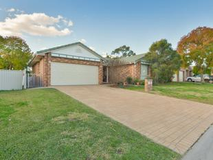 LOVELY FAMILY HOME IN HILLVUE - Tamworth