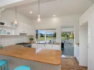 Riverfront Queenslander Freshly Renovated & Ready for You - Murwillumbah