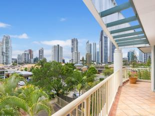 MASSIVE TOP FLOOR APARTMENT IN CENTRAL LOCATION! - Chevron Island