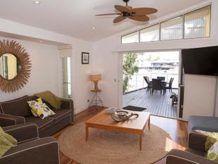 FURNISHED 2 BEDROOM OVER WATER LAGOON APARTMENT AT COURAN COVE - ELECTRICITY INCLUDED - South Stradbroke