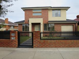 NEAR NEW TOWNHOUSE,  EXTRA SPACIOUS & WITH OWN DRIVEWAY - Clayton
