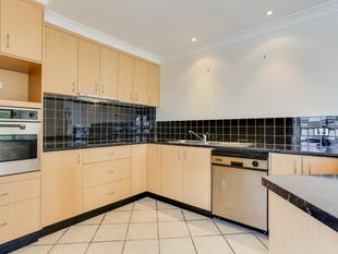 THIS TWO BEDROOM APARTMENT WILL DELIGHT - Toowong