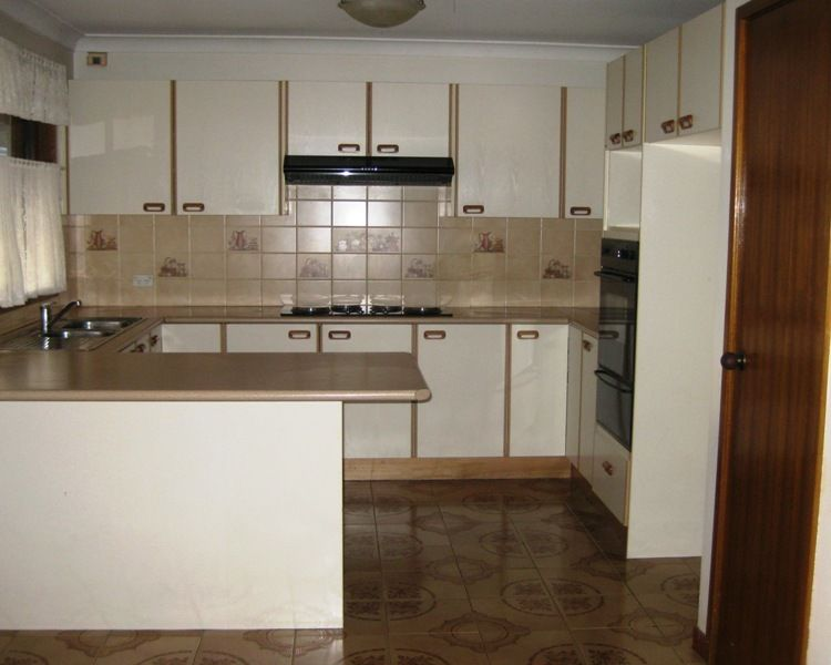 29 wendlebury road chipping norton nsw rental house for Kitchens chipping norton