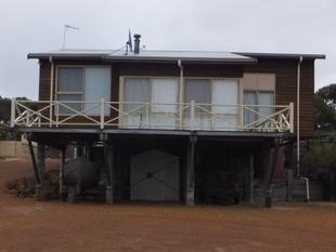 2 x 1 Stilt home with ocean views- priced to sell. - Hopetoun