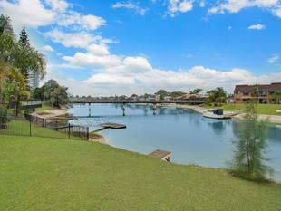 BARGAIN WATERFRONT CLOSE TO ALL THE GOLD COAST HAS TO OFFER! - Mermaid Waters