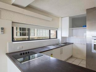 'MONTEREY'  ABSOLUTE BEACHFRONT - 3 BEDROOM UNIT - Surfers Paradise