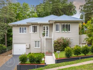 FAMILY  LIVING AT IT'S BEST..........IN A FANTASTIC LOCATION - Mount Gravatt East