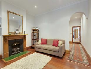 CHARMING RENOVATED TERRACE, STELLAR LOCATION ! - Redfern