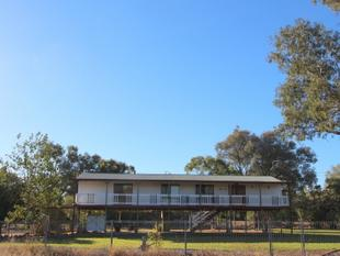 HUGE REDUCTION - KEEN TO SELL NOW!  LARGE FAMILY HOME SO CLOSE TO TOWN! - Charleville
