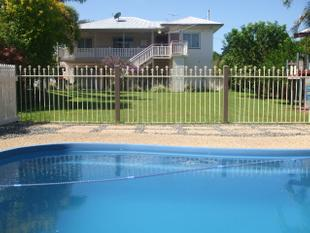 LARGE 3 /4 BEDROOM HOME with POOL! - Ingham