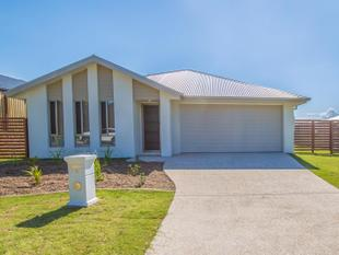 LARGE DESIGNER HOME! - Redland Bay