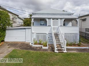 Charming Colonial Cottage - Norman Park
