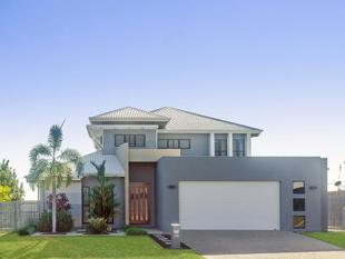 Architecturally Designed Around the Vast Ocean Views - Bushland Beach