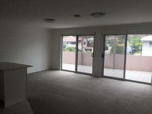FANTASTIC MODERN UNIT WITH HUGE BALCONY! - Balmoral